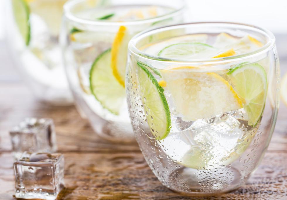 tomar agua con rodajas